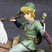 The Legend of Zelda Twilight Princess Master Arts Statue:  Link on Epona (US)
