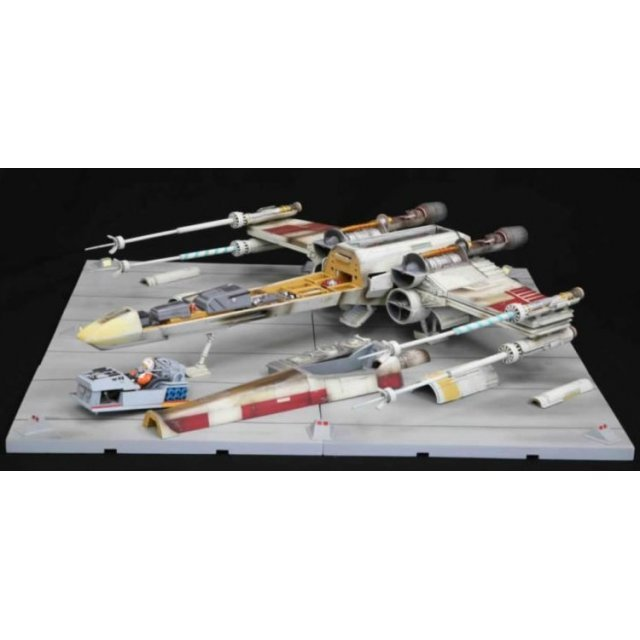 Star Wars Episode 4: A New Hope 1/35 Scale Pre-Painted Crossection 3-D X-Wing Set