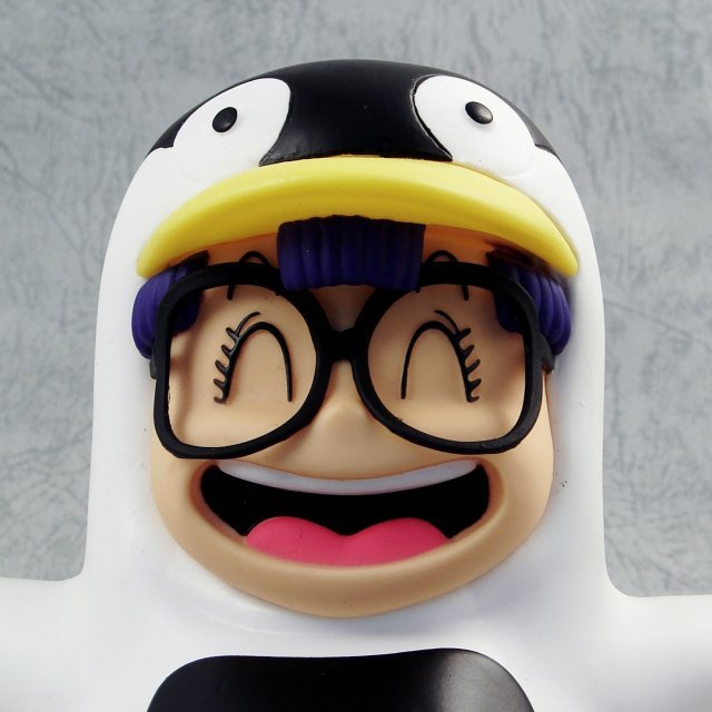 Dr. Slump Non Scale Pre-Painted PVC Figure: Arare Chan Penguin Version