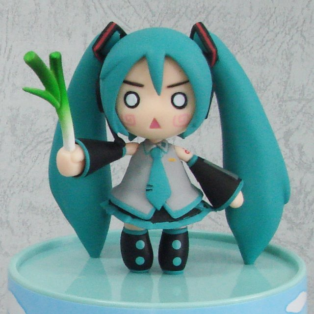 Vocaloid Hatsune Miku Music Box Figure: Hatsune Miku (Levan Polkka Version)