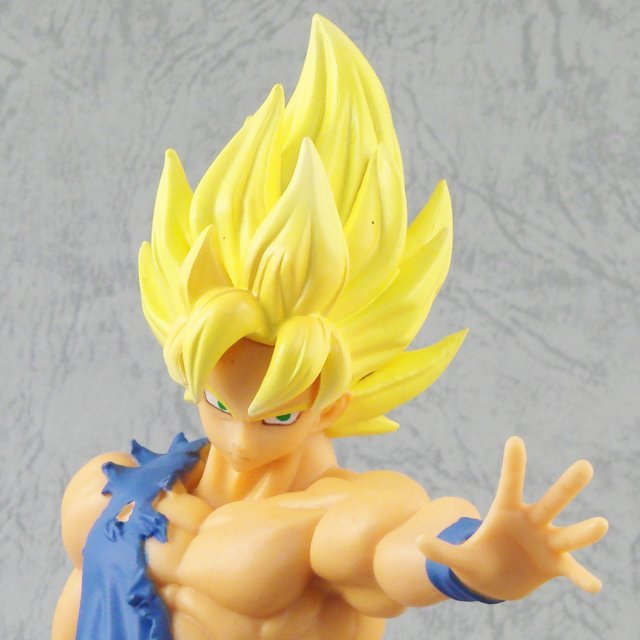 Dragon Ball Z HQ DX Vol. 4 Non Scale Pre-Painted Figure: Super Saiyan Son Gokou