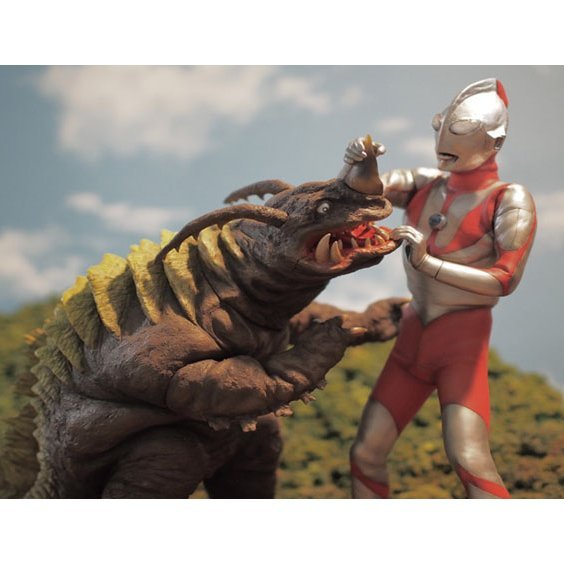 Tokusatsu Series Vol. 64 Third Episode Katokutai Shutsugeki Seyo 1/6 Scale Figure: Neronga Vs Ultraman A Type Set