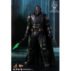 BATMAN V SUPERMAN DAWN OF JUSTICE 1/6 SCALE COLLECTIBLE FIGURE: ARMORED BATMAN (BATTLE DAMAGED VER.) Hot Toys