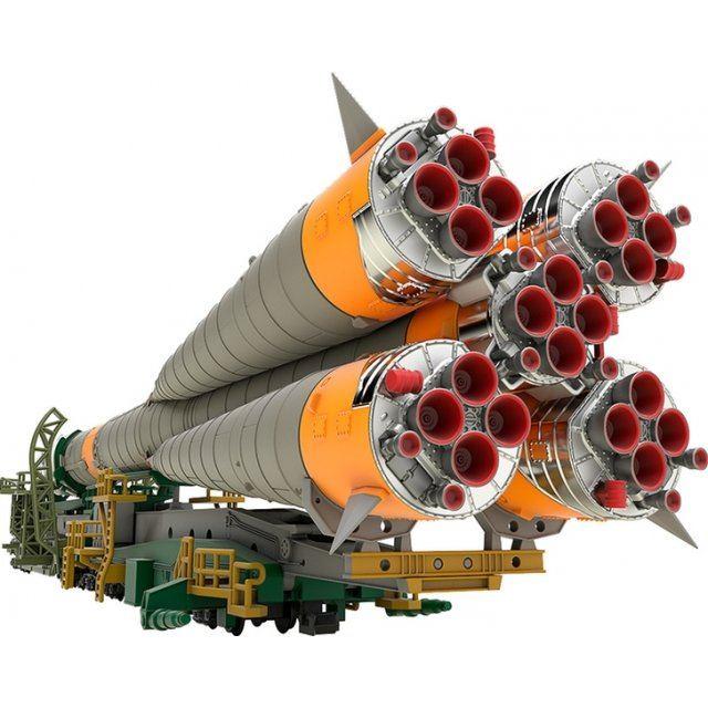 Soyuz Rocket & Transport Train 1/150 Scale Plastic Model