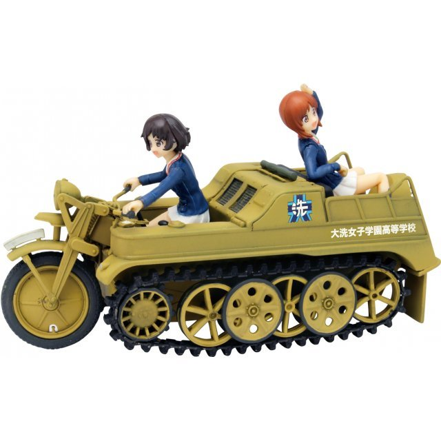 Girls und Panzer der Film 1/35 Scale Unpainted Model Kit: Miho & Yukari SdKfz 2 Oarai Girls High School Ver. Kumitateshiki Crawler Desu!