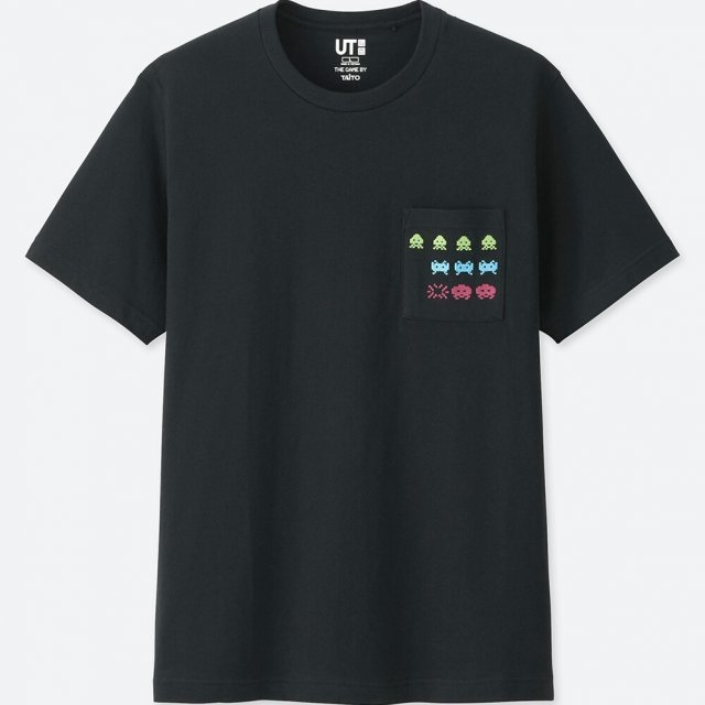UT Taito Museum - Space Invaders Pocket Men's T-shirt Black (S Size)