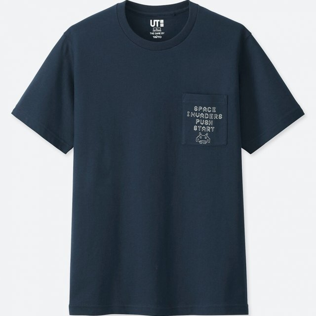 UT Taito Museum - Space Invaders Pocket Men's T-shirt Navy (M Size)